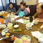 お寿司は食べるペースが皆さん早い!! (1)
