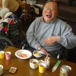 豊さんのボケにツッコミを入れて笑う杉浦さん