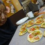 餃子の皮のピザなんて101年生きてきて初めて見たよ!!